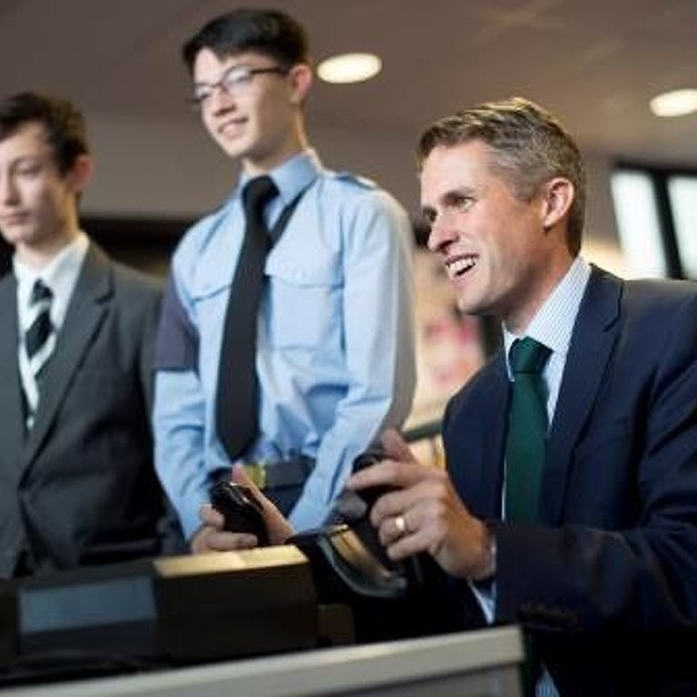 APOWAL 2018 030 DEFENCE SECRETARY CADETS VISIT 026 compressed