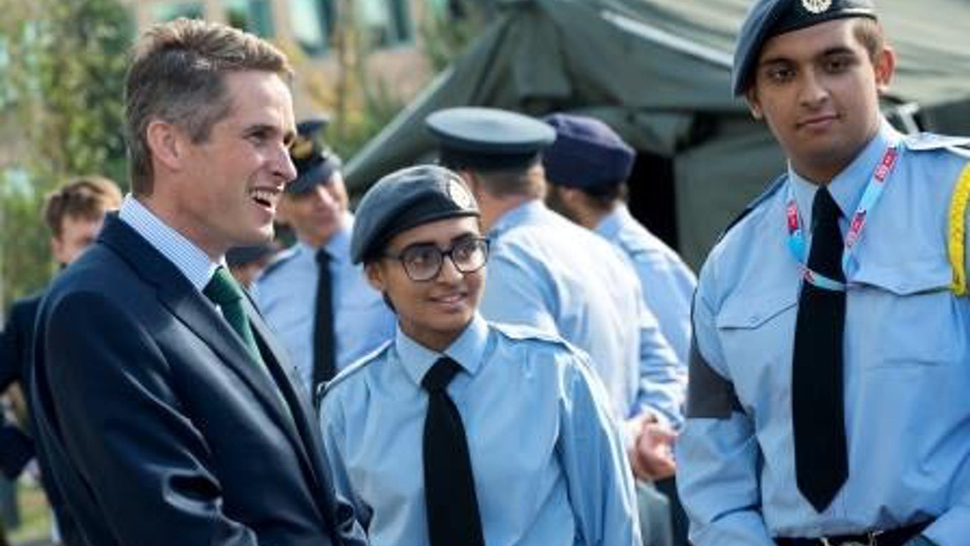 APOWAL 2018 030 DEFENCE SECRETARY CADETS VISIT 419 compressed