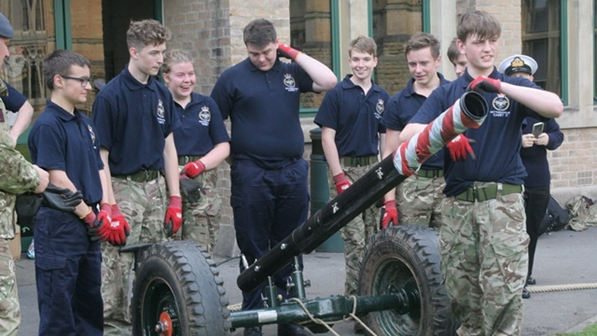 Sea cadets with the gun small 1